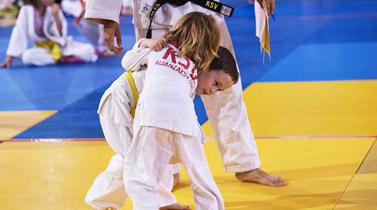 La EDM Alianza KSV de judo organiza un Encuentro Escolar de Luchas