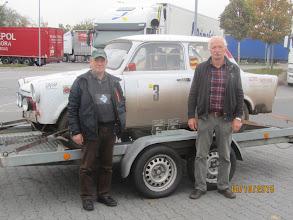 Photo: Fahrer Ecki mit entspannten Servicemann Wolfgang ;-) Foto: Jörg Vach