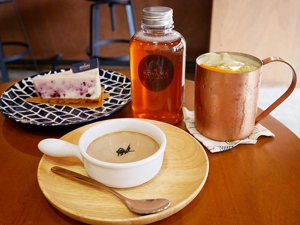 KOYAMA 這座山台灣茶專門店-台中首創茶酒沙龍  多種手沖台灣茶及茶系列餐點  甚至還能已酒入茶  考驗大家創意  不限時且提供wifi和插座  悠閒享受午後時光