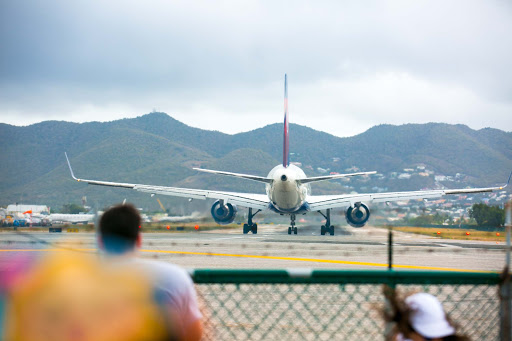 delta-plane-at-maho-beach.jpg - A Delta jet prepares for takeoff at Maho Beach. I don't suggest standing here, like I did!