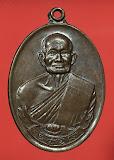เหรียญหลวงปู่คร่ำ ยโสธโร วัดวังหว้า จ.ระยอง รุ่นสร้างพระธาตุวัดสุขไพรวัน ปี 2518