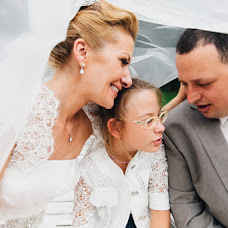 Wedding photographer Rogneda Razumovskaya (Rogneda). Photo of 06.11.2017