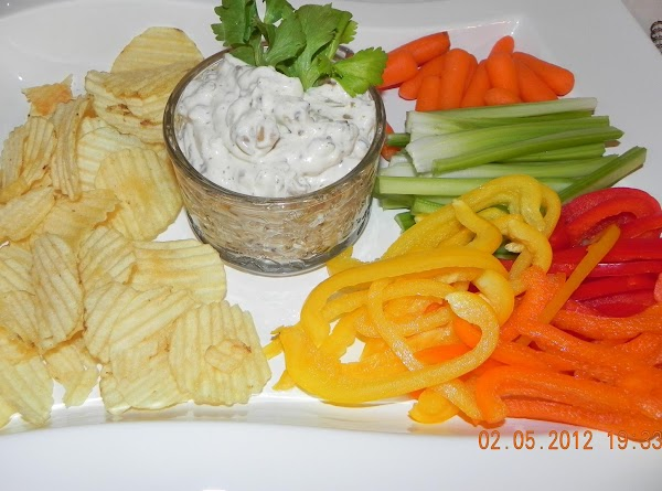 Enjoy with baked whole-grain tortilla chips, baked potato chips, whole-grain crackers, and/or fresh veggies.