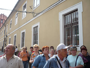 Photo: Báthory-Apor Szeminárium épülete előtt..