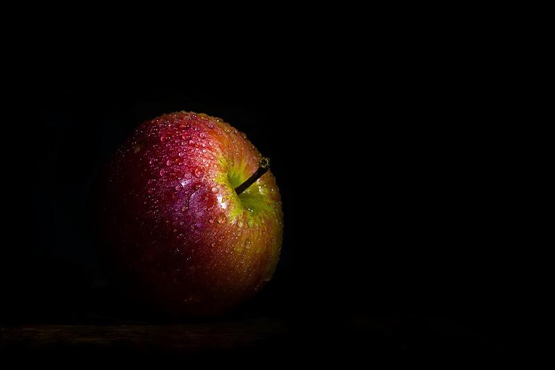 La mela... di Maria Luisa Zoccolini