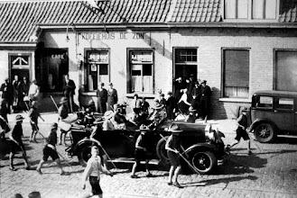 Photo: café De Zon van Wouters aan de Liesbosstraat 40