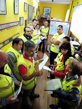 """Photo: Juan Francisco EA1EOL dando unas breves instrucciones a """"los radios"""" de la prueba"""