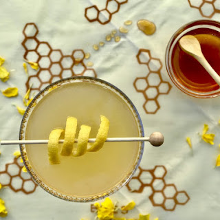 Bee's Knees Cocktail.