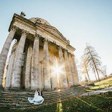 Wedding photographer Mikola Cimbalyuk (MikolaCimbal). Photo of 12.12.2018