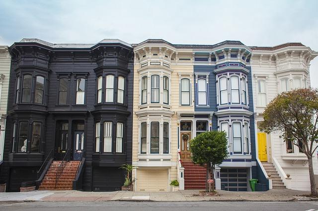 Source: https://pixabay.com/en/houses-facades-architecture-690060/