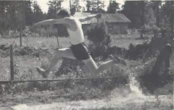 Photo: 19550726 Korpela Asko, Kolmiloikka, Hellä-Hämeenkylä, (KoukilaJouko)