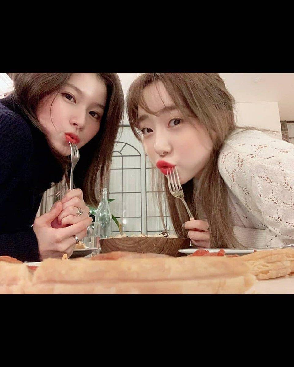 twice sana cosmic girls yeonjung 1
