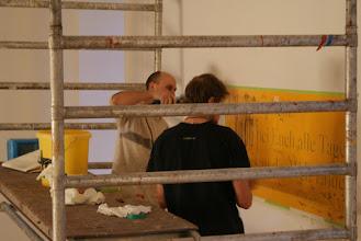 Photo: Schriftenmaler bei der Arbeit