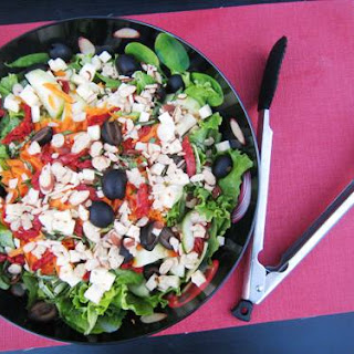 Green Salad with Sundried Tomatoes and Almonds