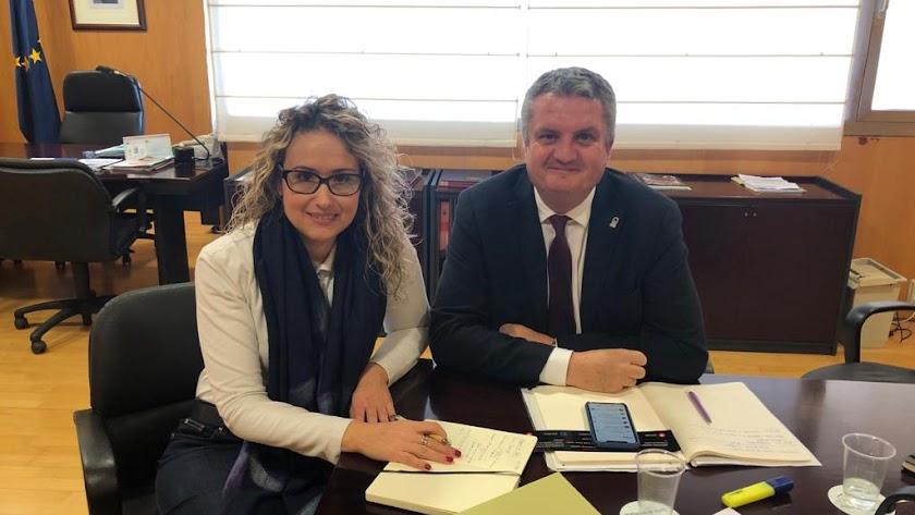 Rosa Maldonado y Juan de la Cruz Belmonte en su reunión de ayer