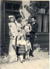 Photo: 1948 Arie en Celia Oostlander aan Dreef 9 met hun kinderen.