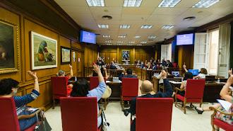 Votación del primer pleno presencial que se realiza desde el inicio de la crisis sanitaria del Covid-19