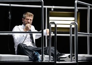 Photo: BURGTHEATER/ Kasino: DOSENFLEISCH von Ferdinand Schmalz. Premiere 18.9.2015. Inszenierung: Daniel Jesch. Copyright: Barbara Zeininger