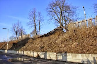 Photo: Der Bretterzaun an der Ehmannstraße hat auch schon mal bessere Zeiten gesehen