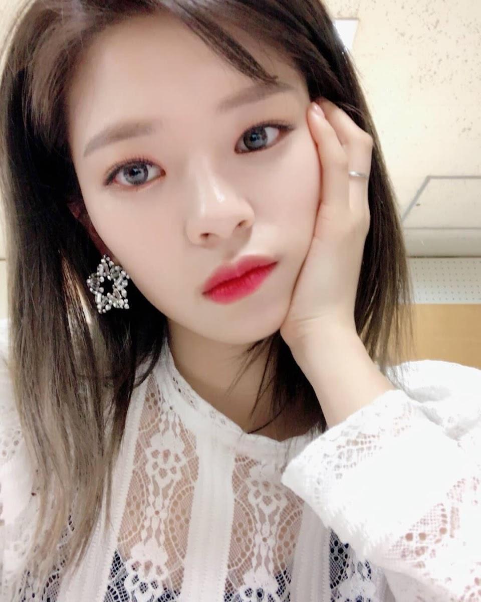 jeonyeon eyes