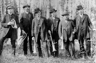 Photo: Gruppfoto. Vasselhyttans blåsorkester 1915. Fr v Bet Kalle Gustafsson ,Erik Persson Hälla, Einar Rydberg, Ragnar Rydberg, Emil Falk, Gustaf Persson ( bror till Erik på Hälla)