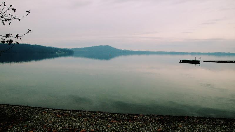 i pensieri si perdono sul lago di tarpi