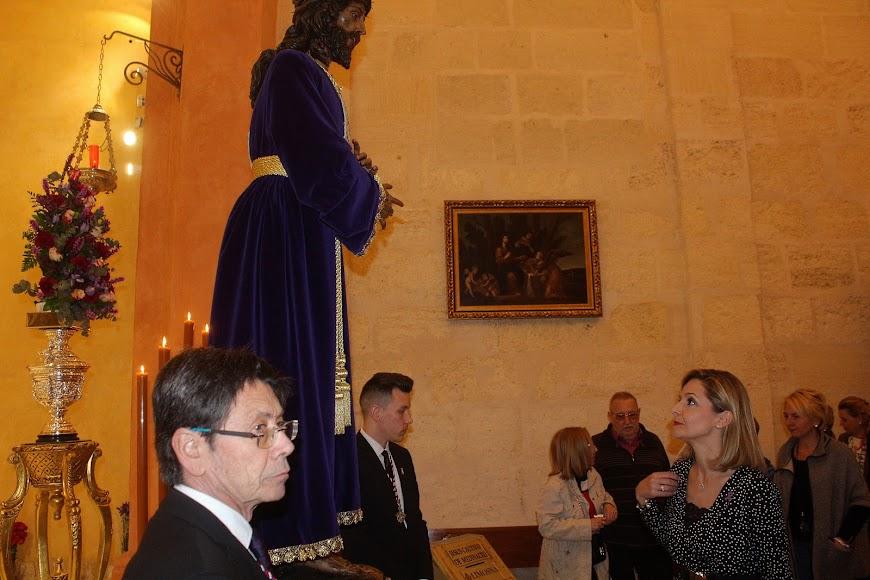 La delegada de Gobierno en el Besapiés al Señor Cautivo de Medinaceli.
