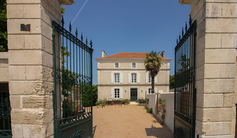 Property with garden Asnières-sur-Nouère