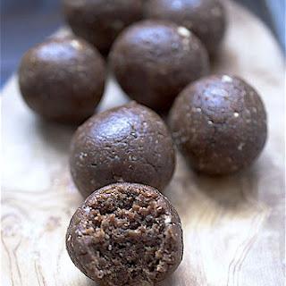 Fig, Stem ginger and Dark chocolate energy bites