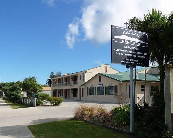 Raglan Sunset Motel and Holiday Houses