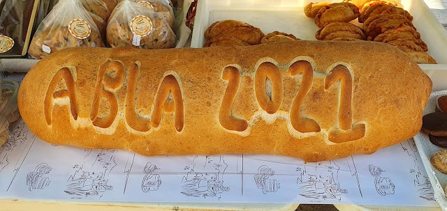 Fotografía de pan artesano elaborado por la Panadería Santos Mártires