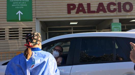 ¡Llega la vacunación masiva! 260 almerienses pasan hoy por el Palacio