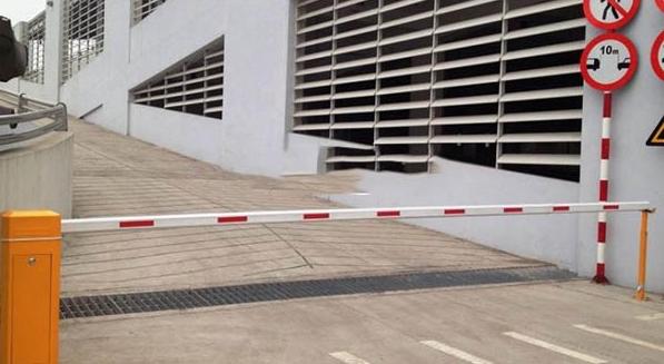 Bãi đỗ xe nên sử dụng loại thanh chắn tự động nào?