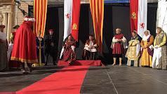Isabel y Fernando sentados en su trono.