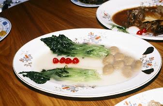 Photo: 11172 揚州/西園飯店/料理/万年長青/マッシュルームで鉢、青菜とサクランボでオモトを形どっている