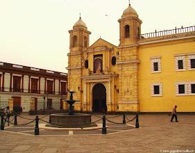 Photo: #003-Lima. Le Monastère avec sa bibliothèque et ses catacombes.