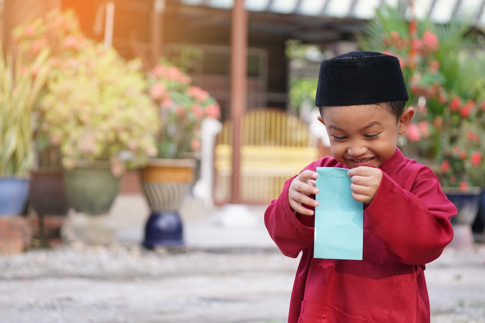Teach children not to ask or expect duit raya