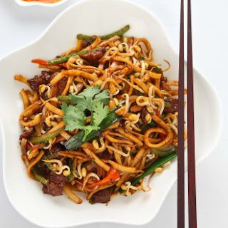Stir Fry Udon Noodle with Black Pepper Sauce.