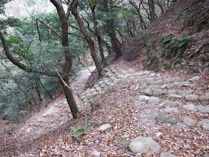 石段の道が続く