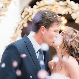 Petals of love by Junita Fourie-Stroh - Wedding Bride & Groom ( kiss, wedding photography, kissing, wedding, south africa, wedding dress, wedding photographer, bride and groom, destination wedding photographers,  )