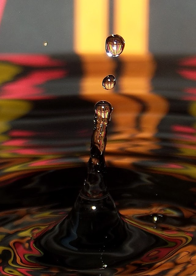 SQQWA by John Geddes - Abstract Water Drops & Splashes