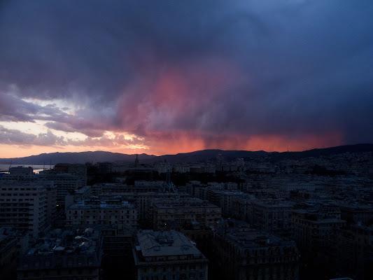 Genova al tramonto di nessuno