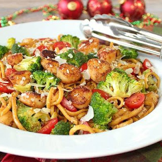 Linguine with Caramelized Scallops and Broccoli #FeastOfTheSevenFishes.