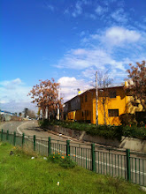 Photo: casa amarilla en el cielo