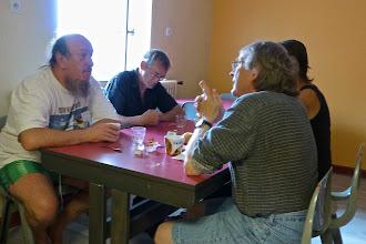 Photo: Petit-déjeuner au dortoir (JP Lion, Didier Cottier, Girardot)