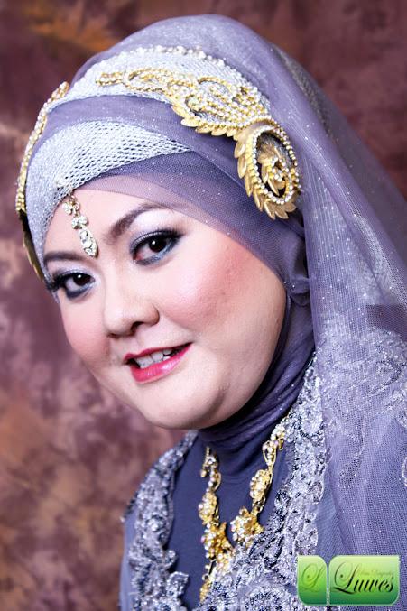 Pengantin muslim berhijab dengan kerudung atau hijab modifikasi