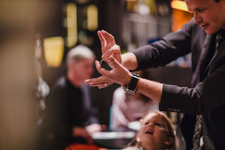 Top 8 tips for booking a magician