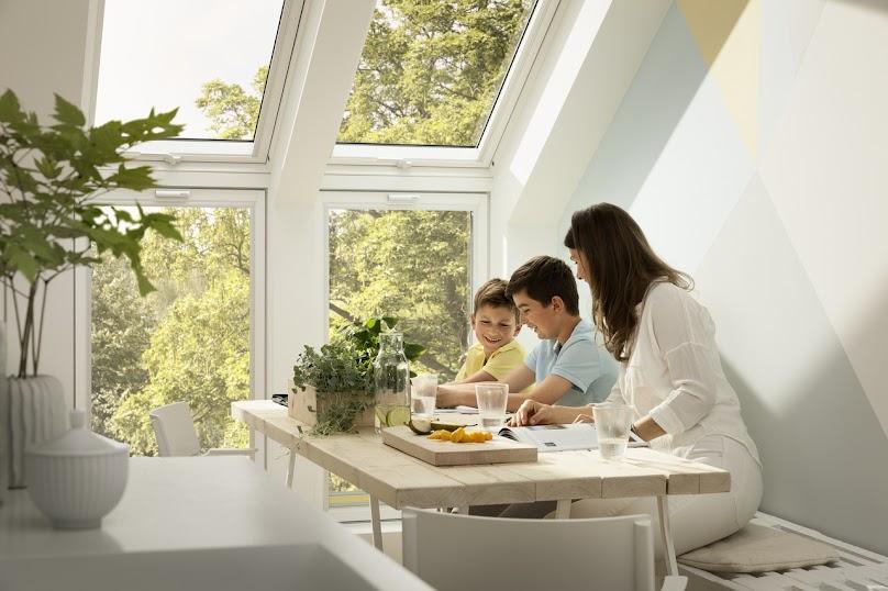 Zestaw okna kolankowego i okna dachowego