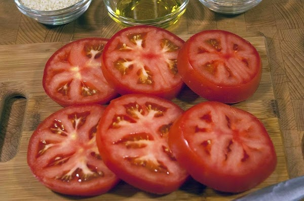 Slice the tomatoes 1/2 inch (1.3cm) thick.