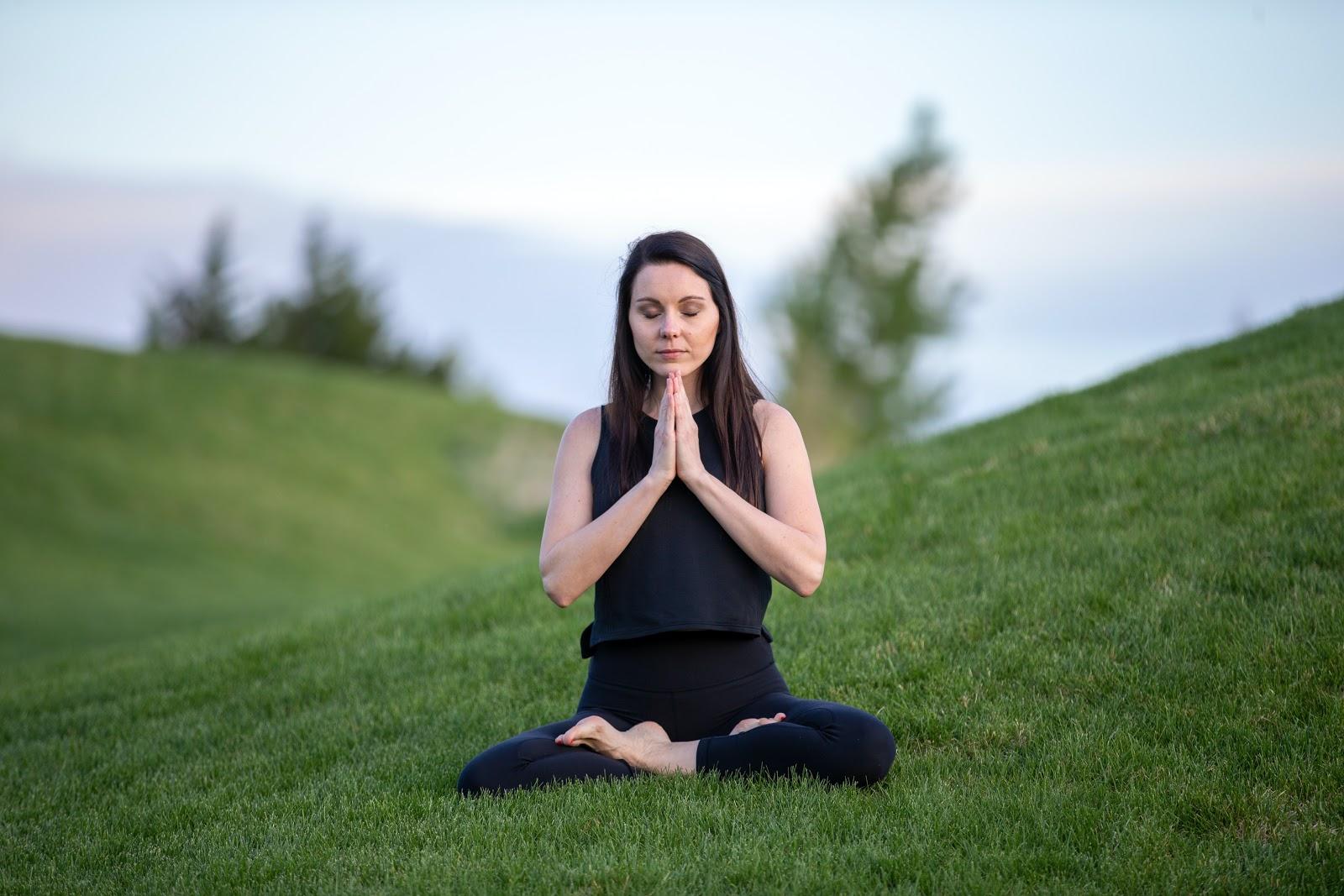 5 Ways to Correct Posture : Purna Padmasana